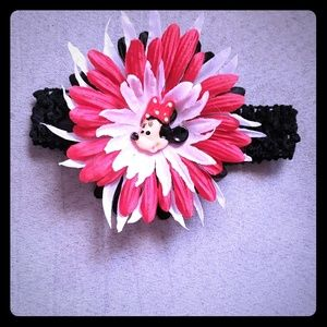 Minnie mouse hair band. Perfect for Disneyland.